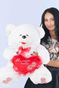 Плюшевый медведь c красным сердцем